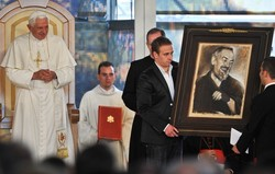 Pio pic gift to Pope.jpg