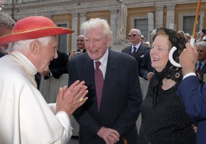 Pope & the Thatcher May 27 09.jpg