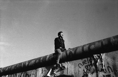 kid on Berlin Wall RDepardon.jpg