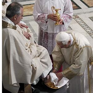 Pope Benedict washes feet 2010.jpg