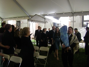 Gideon carrying the Torah.jpg
