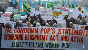 pakistani Pope protest.jpg