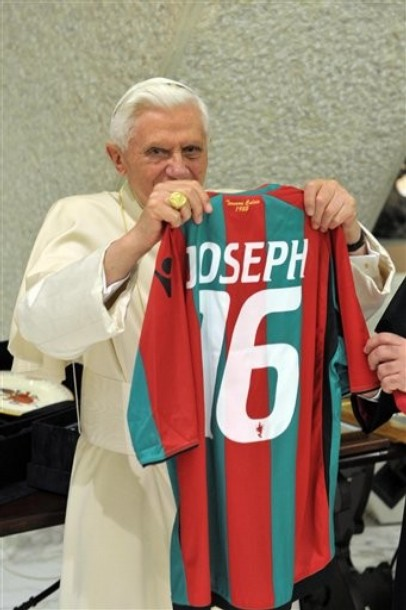 Pope sports Ternana shirt.jpg