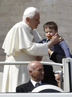 Pope and a kid Mar 30 2011.jpg