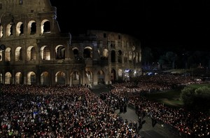 Via Crucis Colosseum April 22 2011.jpg