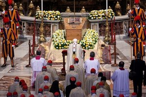 B16 in front of JP's coffin.jpg