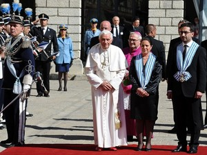 Thumbnail image for Benedict with Captains Regent of San Marino June 19 2011.jpg