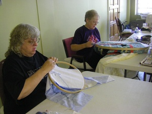 ladies quilting at Benet Lake6.jpg