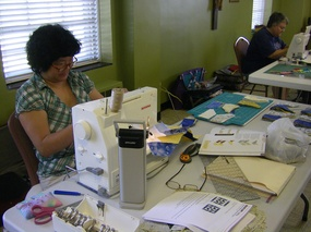 ladies quilting at Benet Lake7.jpg