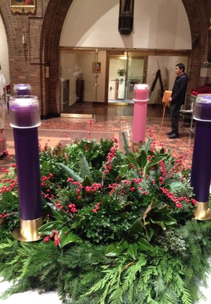 Advent wreath 2011 St Catherine of Siena Church NYC.JPG