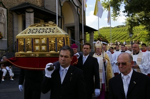 Procession of St Hildegard's relics 2012.jpg