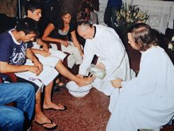Bergoglio washes feet of the young.JPG