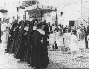 CSFN nuns in Corpus Christi procession Nowo