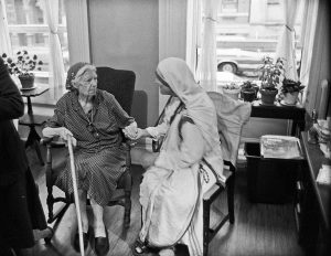 Mother Teresa & Dorothy Day, New York 1979 (Photo by Bill Barrett)